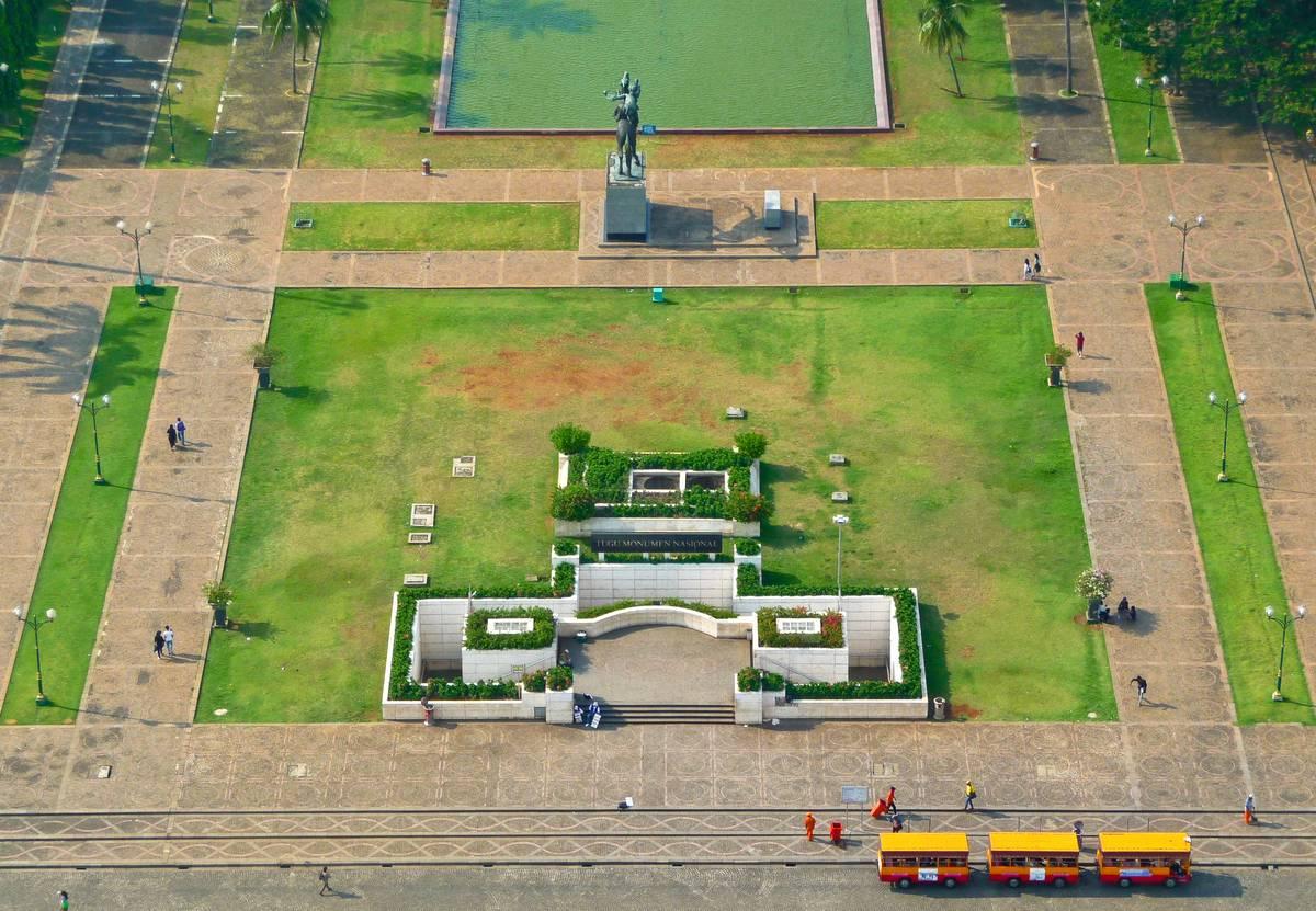 Вход в Монас, Национальный Монумент. Джакарта.