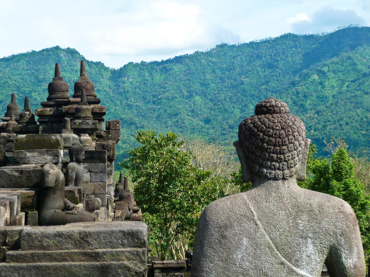 Боробудур самая большая буддистская