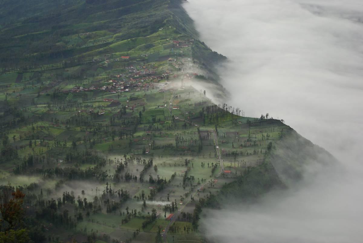 Чеморо Лаванг со смотровой площадки на горе Пенанджакан