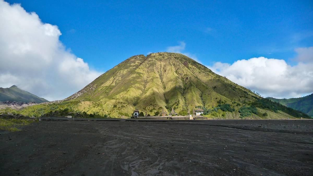 Вулкан Баток