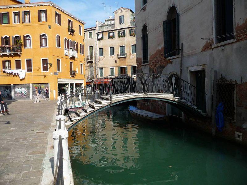 Мостик через канал в Венеции