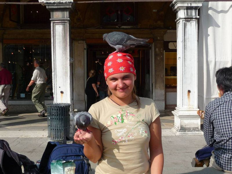 Кормление голубей на площади Сан Марко, Венеция