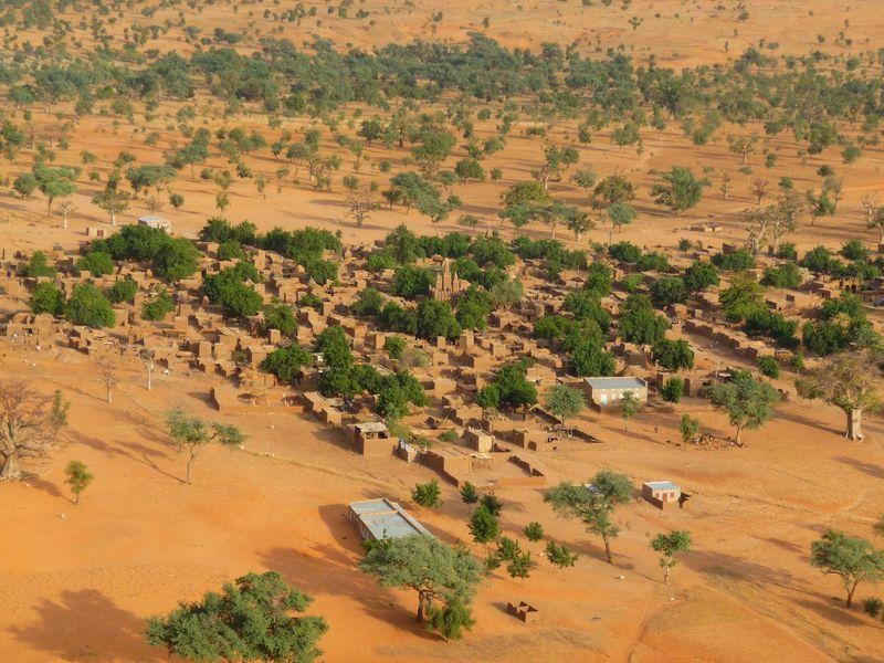 Деревня Догонов у подножия уступа Бандиагара