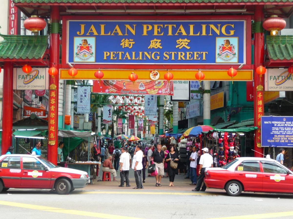 Петалинг - китайская улочка в Куала Лумпур, где продают всякое барахло