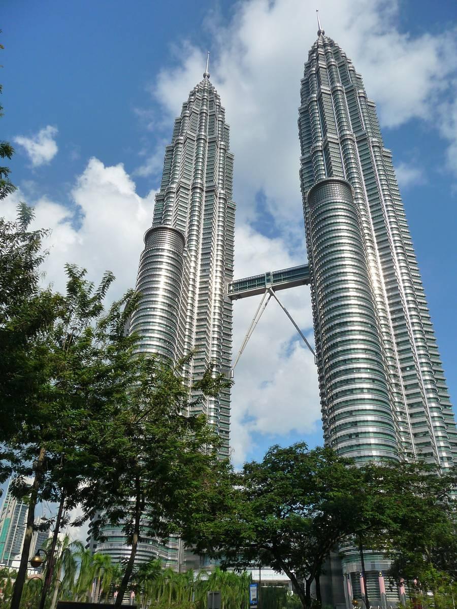 Башни Петронас - самые высокие здания в Малайзии