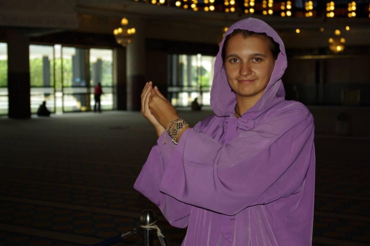 В такие наряды облачают женщин, одетых не по Корану