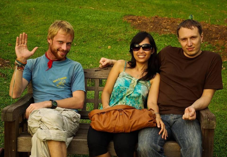 Слева направо: Чура, Люсия, Леха. Ленча фоткает.