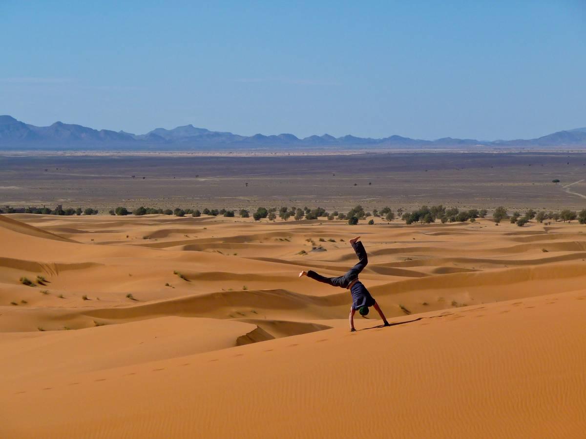 Марокко. Сахара. Дюны Эрг Чебби. Деревня Мерзуга.